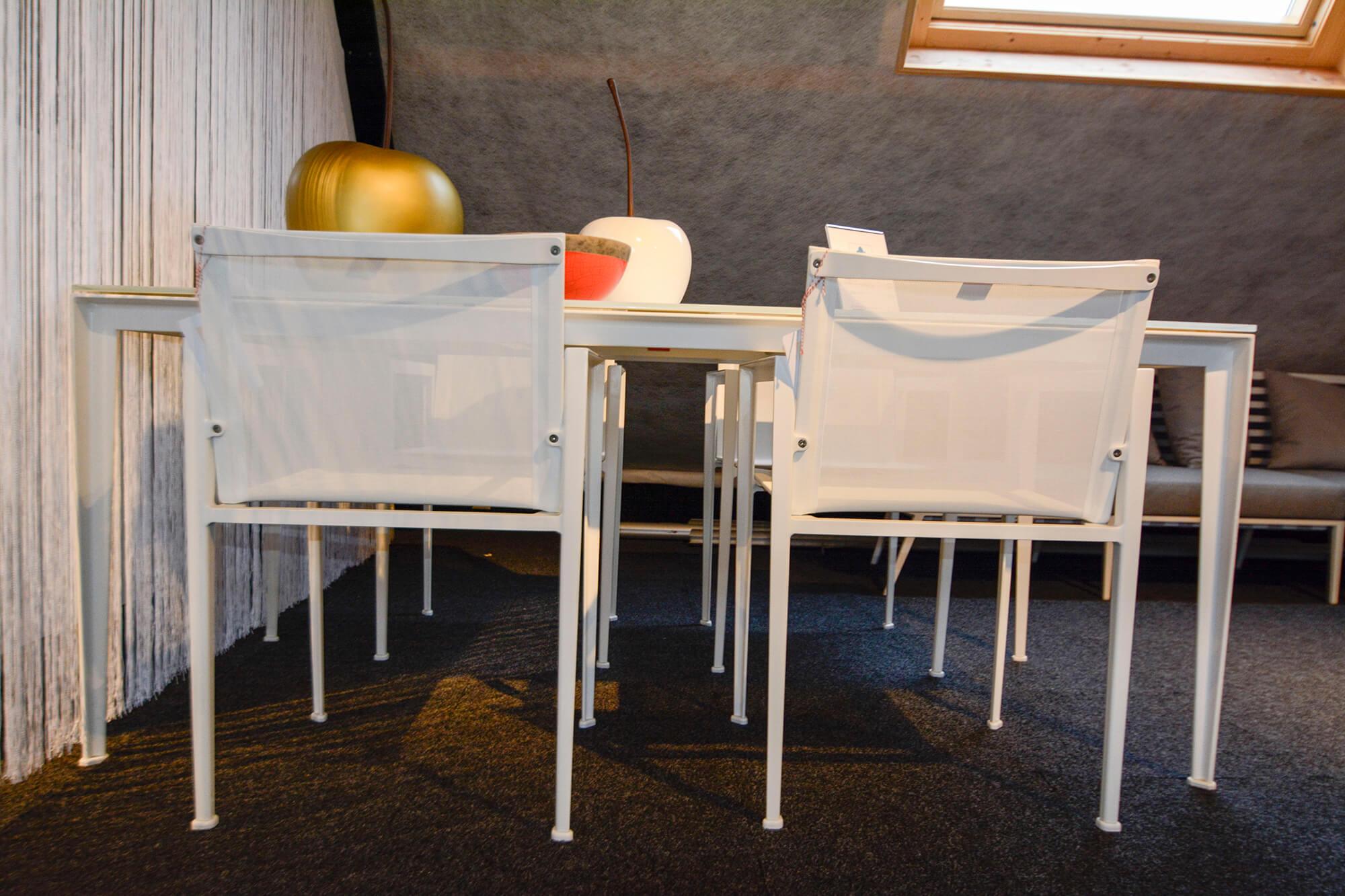 Outlet Design Stoelen.Outlet Demo Royal Botania Little L Tafel Stoelen Ernst Baas