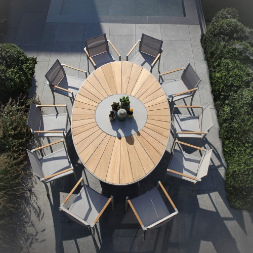 Royal Botania O-Zon stoel Aluminium Color Sand en O-Zon tafel ovaal met teakhout
