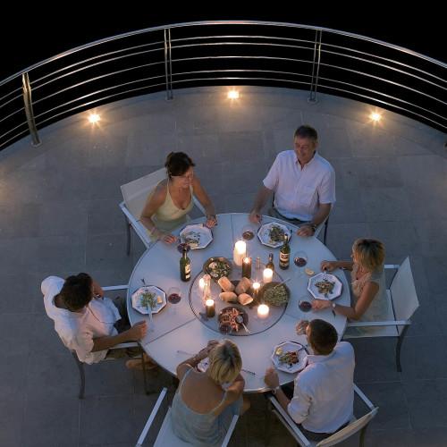 Royal Botania O-Zon tafel stoelen licht schemer