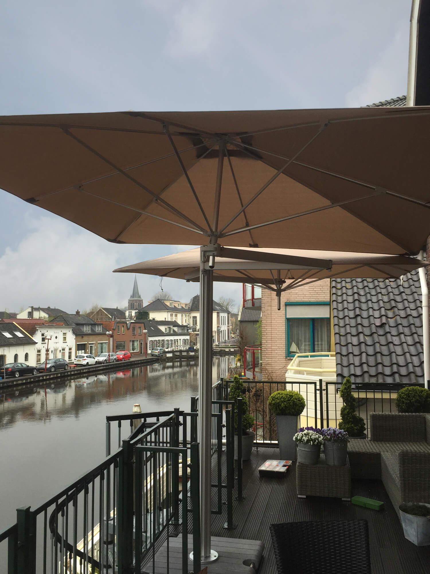 Parasol Voor Balkon.Umbrosa Neemt Zuid Holland Over Ernst Baas Tuininrichting