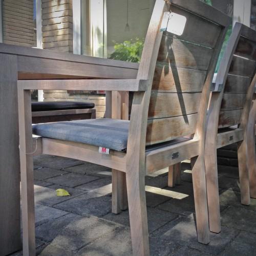 Manutti - Siena square - Teakhouten tuinstoel - Tafel Grace 100x191 cm van Traditional Teak
