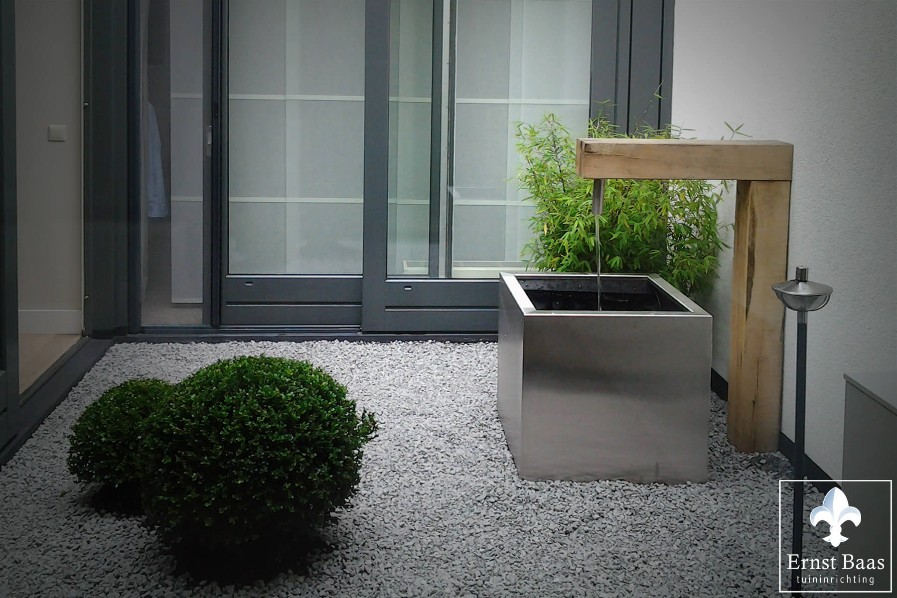 Minimalistische patio in reeuwijk ernst baas tuininrichting