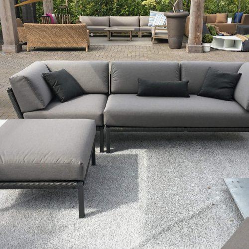 Luxe loungebank met watervaste stoffering voor buiten Solpuri CLUB serie