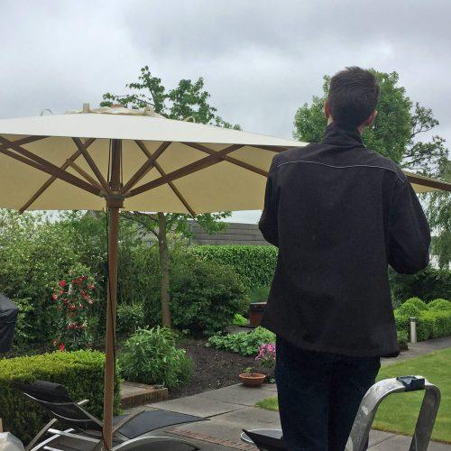 Parasol montage op locatie Reeuwijk
