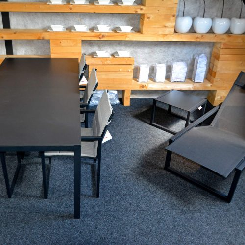 Ninix stoelen en ligbed - Diningtable Royal Botania